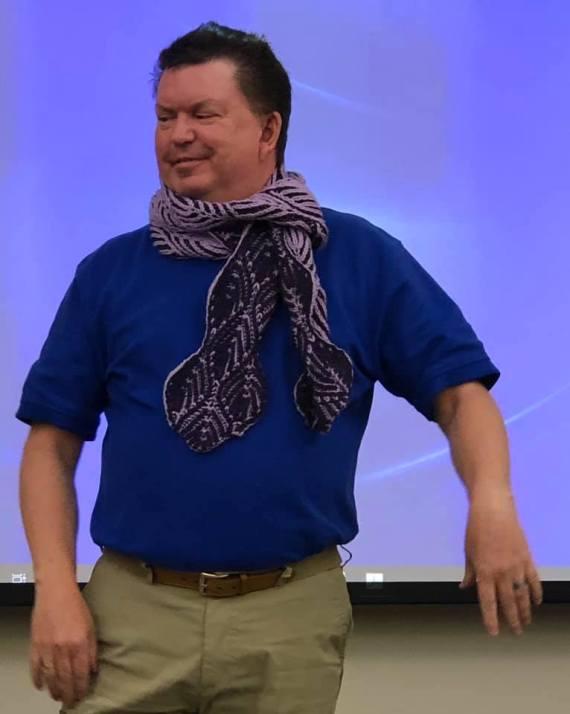 Alex Scarf - https://www.ravelry.com/patterns/library/alex-scarf